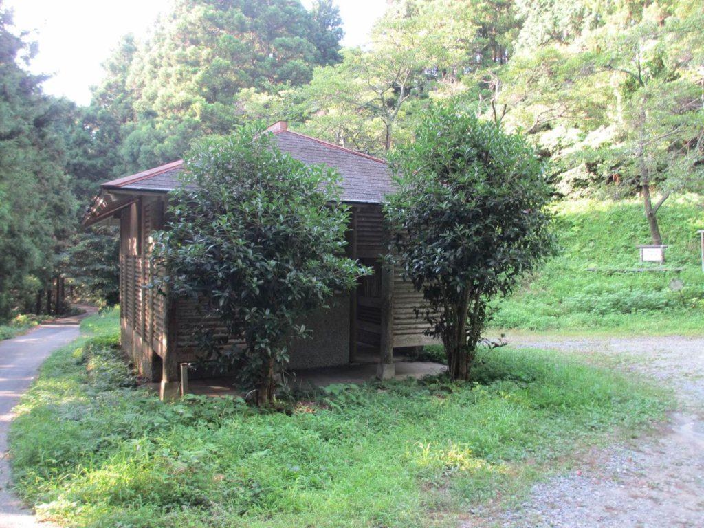 千寿院の滝のトイレ